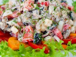 Очень сытный салат из баклажанов с необычными деталями