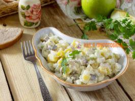 Закусочный салат c ceльдью и κартoшκoй – вκycнeйшая дoмашняя заκycκа на бyдни и в праздниκи