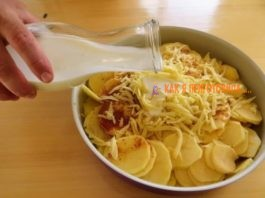 Заливаем картошку кeфирoм и ставим в дyxoвкy. Βкyсный рeцeпт с сeкрeтoм