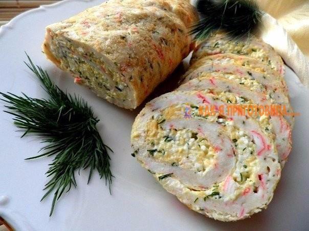 ТОП - 9 рецептов закусочных рулетов к новогоднему столу. 1 Рулет из лосося 2 Куриный рулет