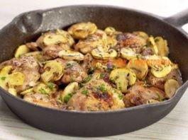 Куриные бедра с грибами в чесночном соусе: ароматные, сочные и аппетитные